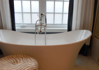 Banner-Bathtub-Close-Up